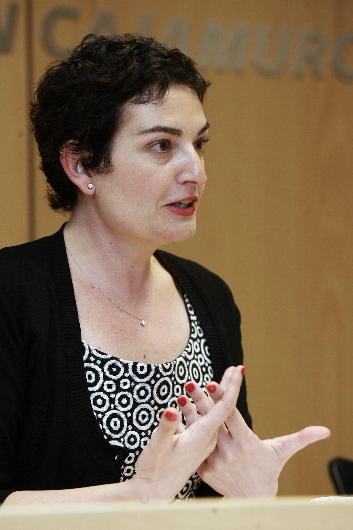Murcia, 25.04.2007.- La doctora en derecho y experta en propiedad intelectual, Paz Soler, durante su ponencia en las II Jornadas de Fotoperiodismo de la AIG, celebradas en el Centro Cultural Las Claras.