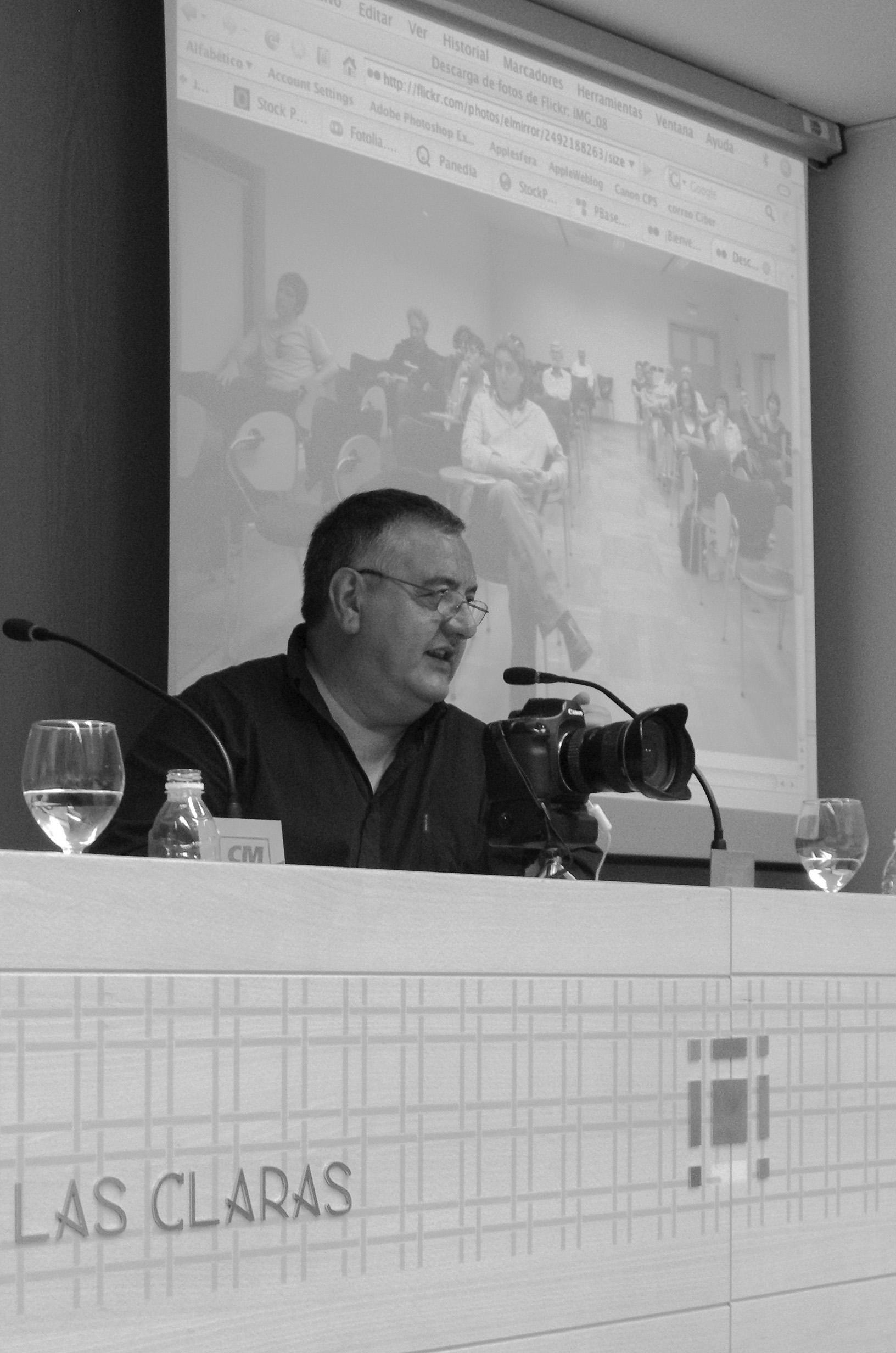 Murcia, 14.05.2008.-  Antonio Espejo, periodista, editor y fotógrafo del diario El País Barcelona, durante su ponencia en las III Jornadas de Fotoperiodismo de la AIG, celebrada en el Centro Cultural Las Claras de la Fundaciónn Cajamurcia.