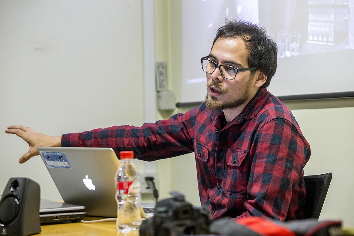 Murcia, 24,02.2015.- El fotoperiodista y productor multimedia Gabriel Pecot durante su taller sobre proyectos multimedia, en las X Jornadas de la Asociación de Informadores Gráficos de Prensa de Murcia, celebradas en el Centro Cultural Las Claras de Murcia.