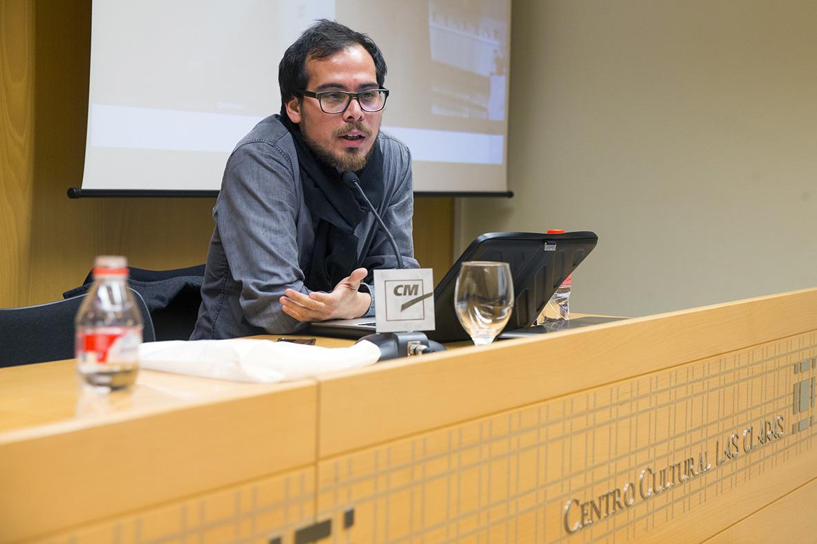 Murcia, 25,02.2015.- El fotoperiodista y productor multimedia Gabriel Pecot durante su conferencia  en las X Jornadas de la Asociación de Informadores Gráficos de Prensa de Murcia, celebradas en el Centro Cultural Las Claras de Murcia.