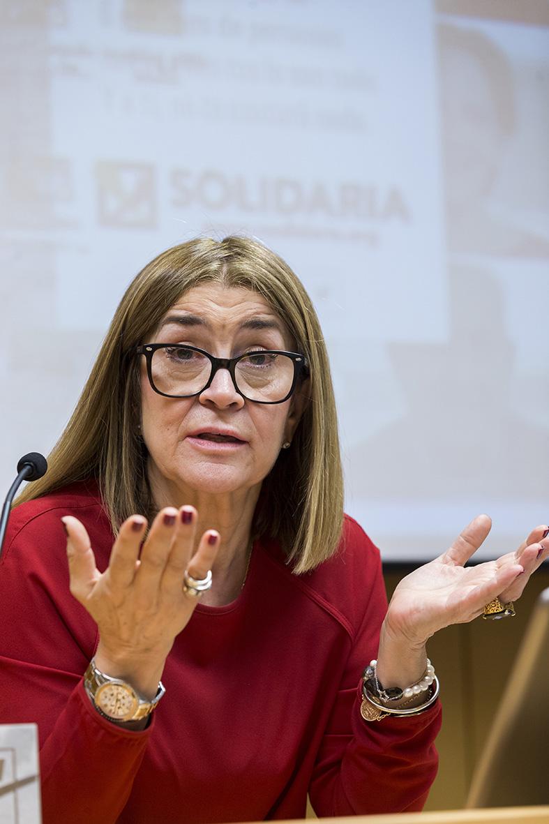 Murcia, 27.04.2016.- La fotoperiodista Marisa Flórez durante su intervención en las Jornadas de Fotoperiodismo de la AIG celebradas en el Centro Cultural Las Claras.