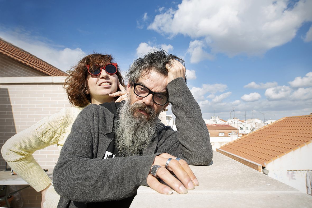 Murcia, 12.02.2019.- Los integrantes del grupo Crudo Pimento, Raúl Frutos e Inma García, fotografiados durante ua entrevista para la revista RockDeLux. Pilar Morales.