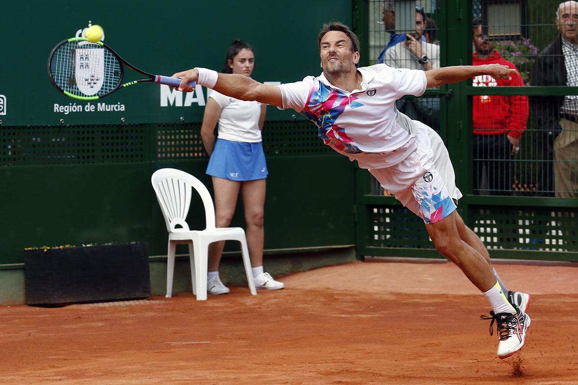 Murcia, 08.04.2019.- El tenista español Tommy Robredo durante el partido que ha disputado frente al serbio Danilo Petrovic, en la primera jornada del Murcia Open MCT 1919, celebrado en las pistas de Murcia Club de Tenis. J.F.Moreno.