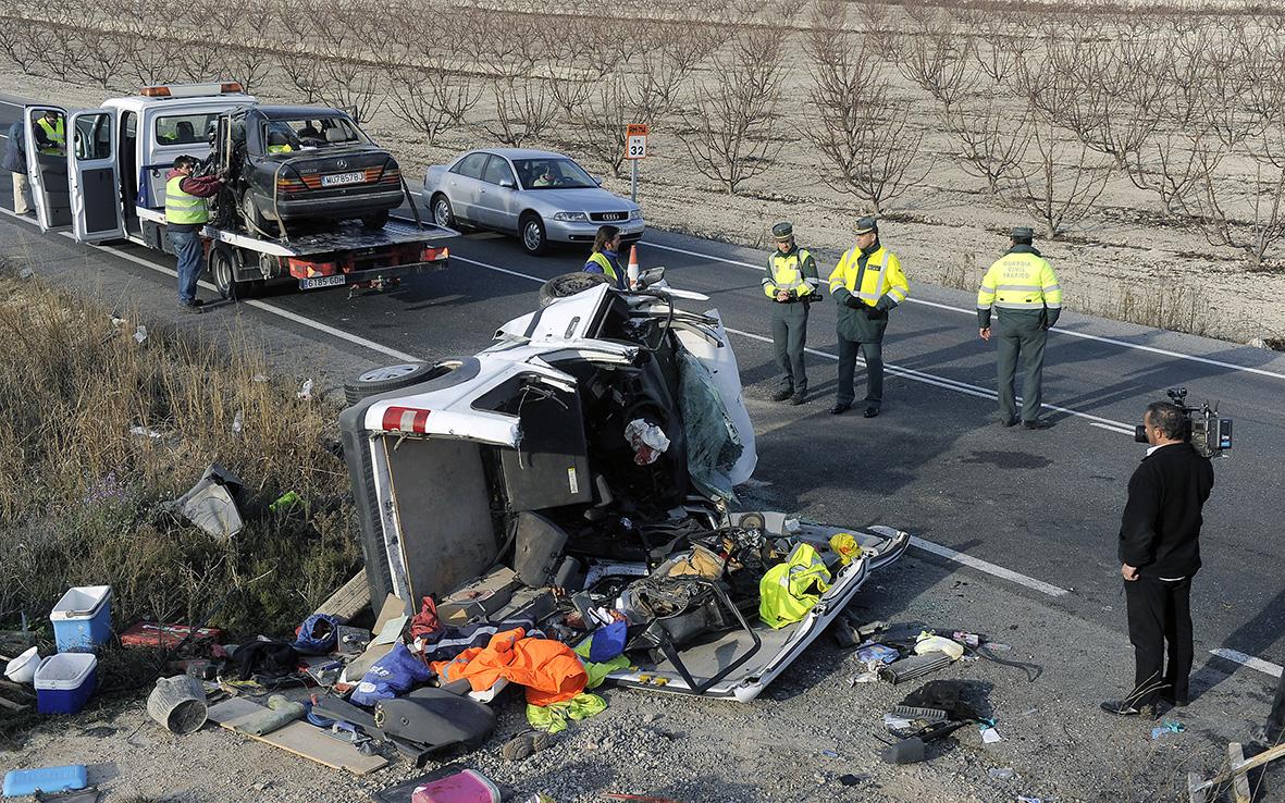 Cieza (Murcia), 08.02.2011.- Cinco personas fallecieron en un choque frontal, ocurrido en la carretera de Cieza a Calasparra, cuando acudían a sus puestos de trabajo a primera hora de la mañana. Nacho García.