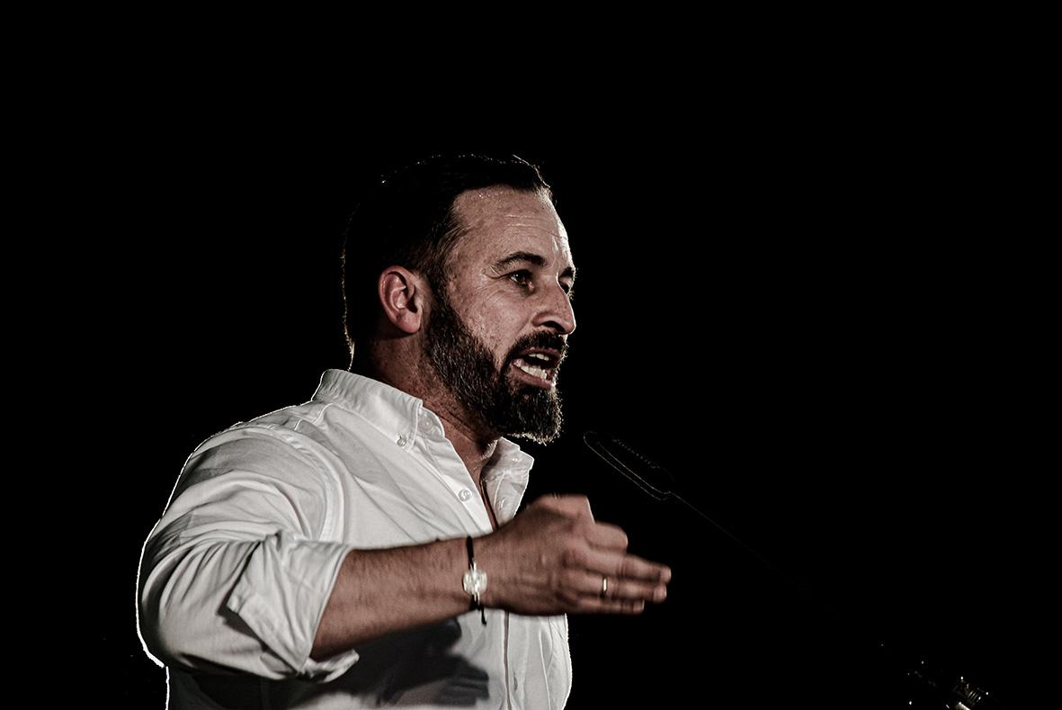 Murcia, 21.04.2019.- El líder de la formación política VOX, Santiago Abascal. durante el mitin de su partido celebrado en el Pabellon de Deportes de la capital murciana. Carlos Trenor.