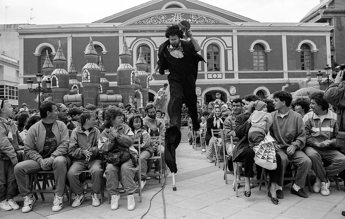 Lorca (Murcia), 13.02.1993.- Los 329 refugiados bosnios acogidos en la región murciana durante  un acto celebrado con motivo de su visita a la ciudad de Lorca. Andrés Ribón.