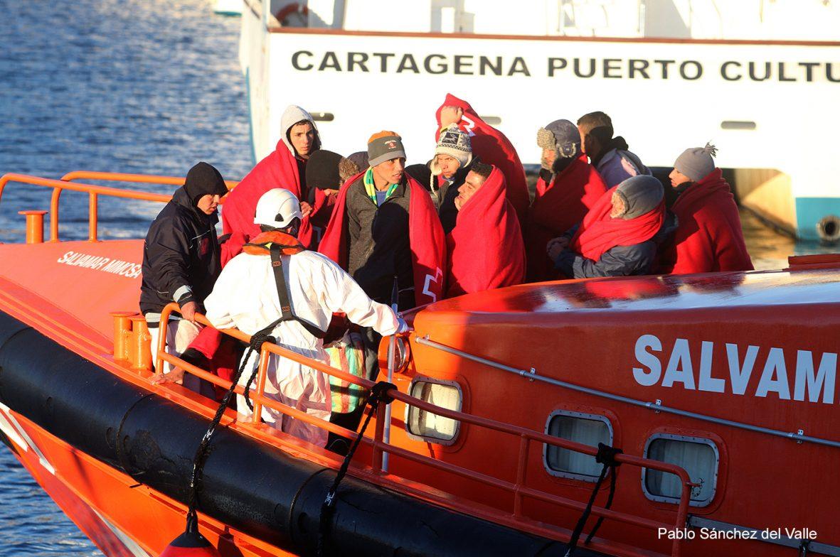 12/12/2014 INMIGRANTES LLEGADOS EN PATERA A LAS COSTAS CARTAGENERAS SON TRASLADADOS AL PUERTO DE CARTAGENA
