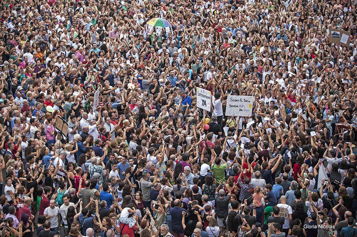 30/09/2017.Murcia.Manifestación de la Plataforma Prosoterramiento a su paso por la plaza Martinez Tornel de Murcia.