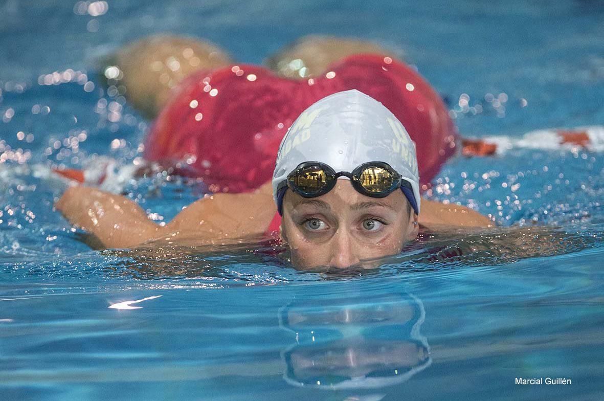 MUR05.MURCIA, 11/05/2017.- La campeona olímpica Mireia Belmonte, esta tras la prueba de los 200 metros estilos, en los campeonatos de España universitarios de natación, que se celebran hoy en la Piscina Inacua de Murcia. EFE/Marcial Guillén
